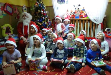Święty Mikołaj w Przedszkolu w Skrzeszewach i Luszynie 06.12.2016 Zdjęcia z Mikołajem