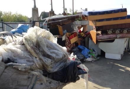 Punkt Zbiórki Odpadów (PSZOK) tuż obok Remizy OSP, placu zabaw, Kościoła Parafialnego, zabytkowego cmentarza i budynków mieszkalnych.